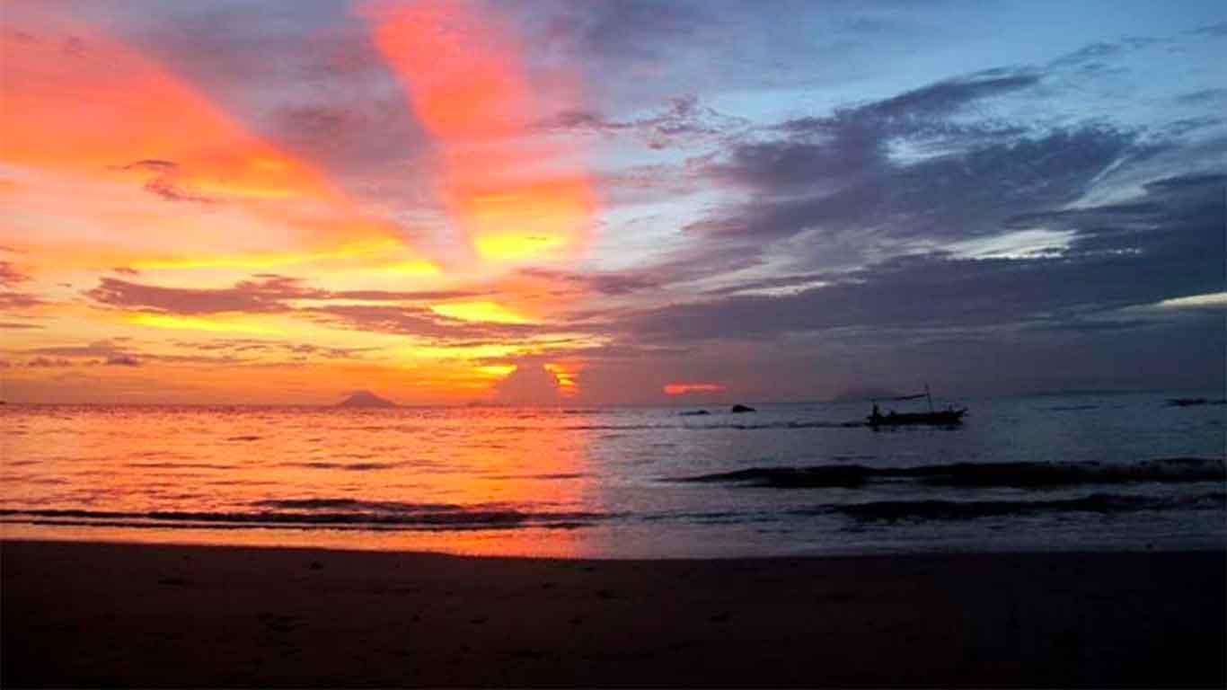 sunset-pantai-sambolo