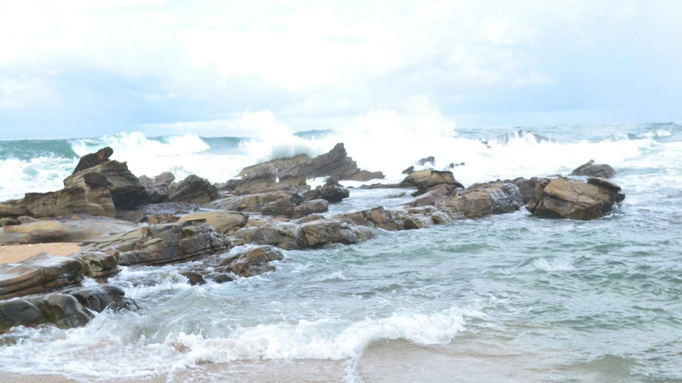 Pantai Karang Taraje Lebak