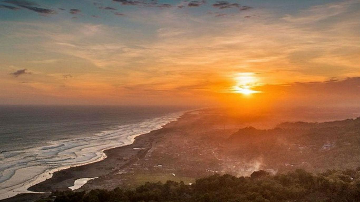 Sunset-Pantai-Parangendog