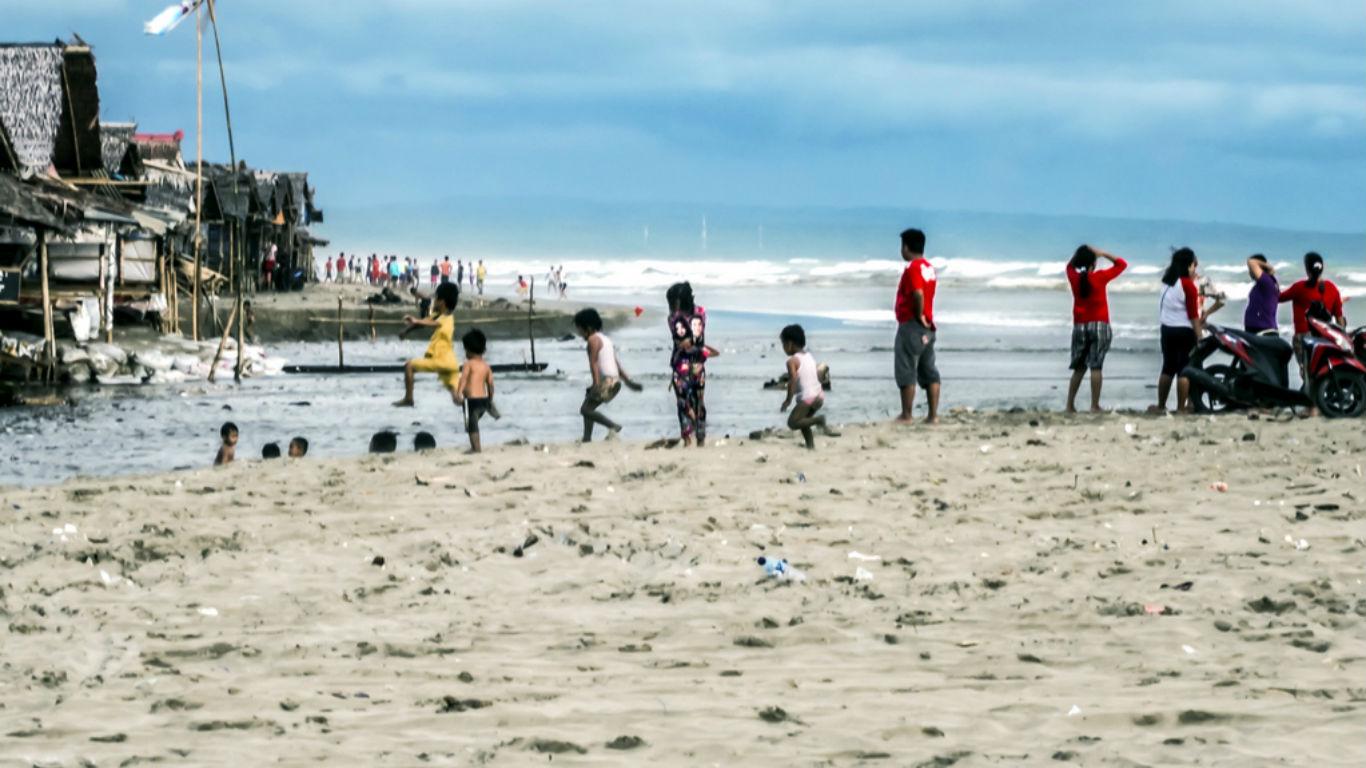 Wisata Pantai Bagedur