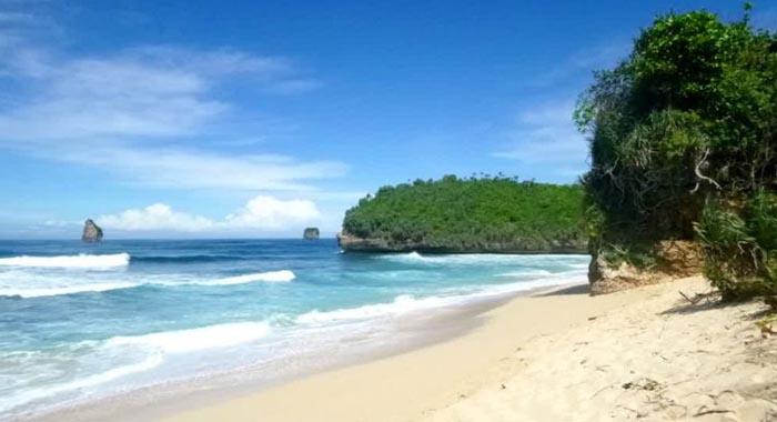 Pantai Bajul Mati Malang