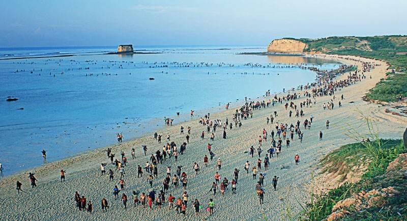 Bau Nyale Di Pantai Seger Lombok