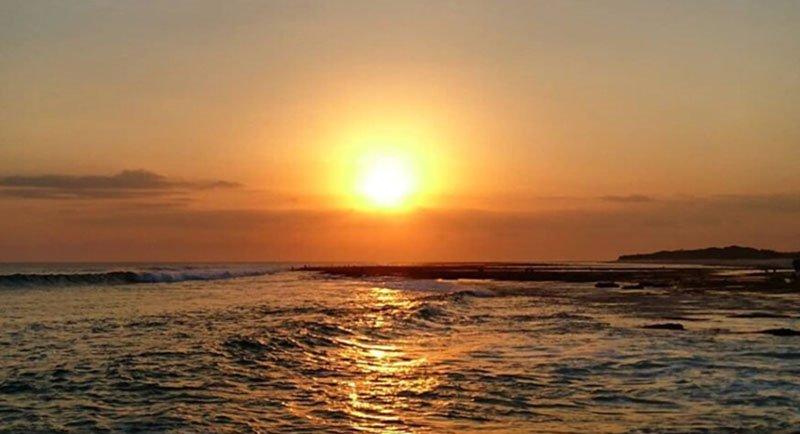 Golden Sunset Di Pantai Pero Sumbawa
