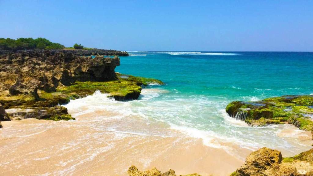 Pantai Pero Sumbawa Nusa Tenggara Timur