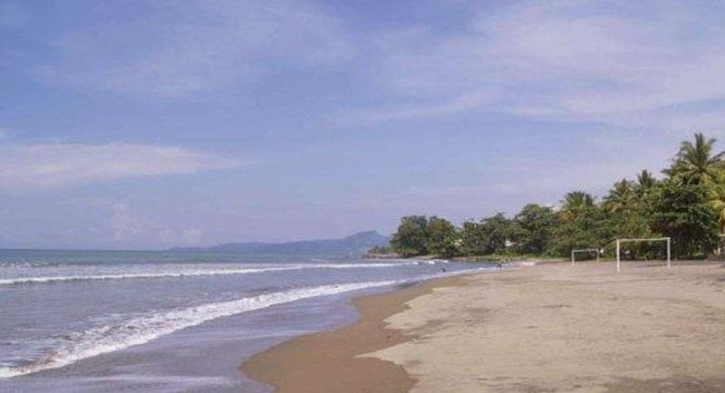 Pemandangan Di Pantai Samudra Baru