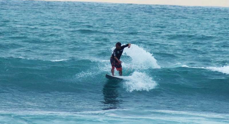 Surfing Di Pantai Parangtritis